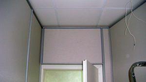 Стык отделки стен и потолка