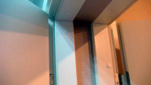 Тамбур входа, состоящий из двух звукоизоляционных дверей