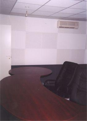 Для аппаратной лучше подобрать мебель криволинейных форм