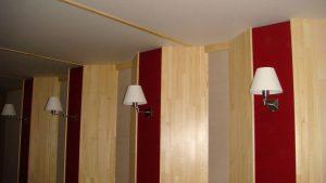 Вид на боковую стену. Светильники не должны дребезжать, их детали должны быть достаточно массивными.