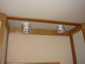 Устройство в тканевой отделке потолка вентиляционных выходов.