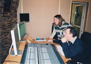 Сергей Царский консультирует звукорежиссёра в только что построенной студии.