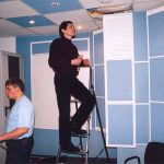 Вадим Серов - флагман АУДИОСТОПА. В процессе победы над шумами, поступающими по воздуховодам. А Максим Домаскин, как бы этого и не замечает.