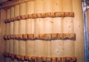Диффузор задней стены. Идеальный вариант - бруски лиственницы 150 х 150 разной длины.