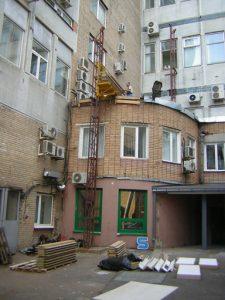 Подъём панелей на 5 этаж. Два человека поднимают за 1 день.