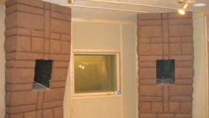 Ниши под контрольные мониторы в монолитных кирпичных колоннах