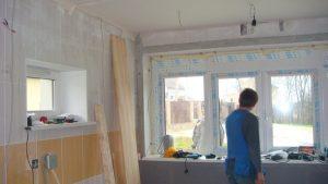 Начало работ, гараж, от пола до потолка отделанный кафельной плиткой