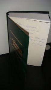 """Библия, подаренная радиопрограммой """"Свет Жизни"""" за сделанную дикторскую кабину в здании Семинарии Евангелистов Христиан Баптистов"""