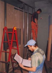 В основе строительства студии лежит акустический проект - который и есть настольная книга для ловкого бригадира!