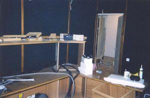 Акустическая отделка и работы по звукоизоляции закончены, полным ходом идёт инсталляция оборудования.