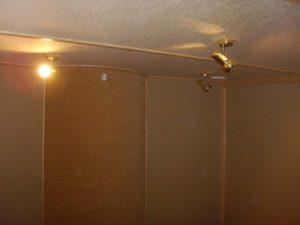 Вид на рассеиватель на задней стене контрольной комнаты