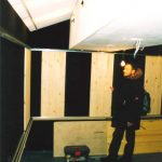 Строительство студии звукозаписи Deejey Park c переменной акустикой. Этап монтажа выдвигающихся панелей, увеличивающих время реверберации.