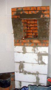 Колонна под мониторы. Главное, чтобы вокруг самого монитора было как минимум 2 кирпича толщины, а основу колонну можно делать и из пеноблока.