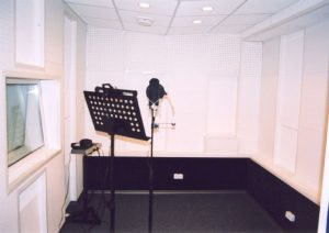 Акустическая отделка вокальной кабины.