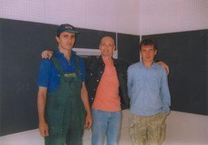 """Рядовые бойцы и мастер Брусков - находятся в дружбе на радиостанции """"Арбат-Радио""""."""