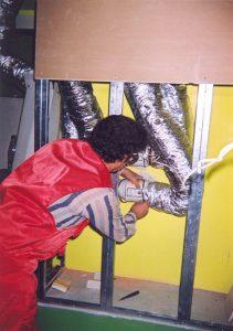 Для подачи воздуха используются канальные вентиляторы с пониженным уровнем собственного шума.