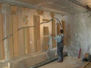 Монтаж виброразвязывающих узлов на стене, смежной с котельной. Фольгированный пеноизол - теплоизоляция.