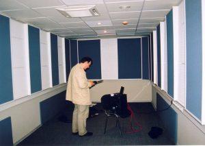 Сергей Царский проводит измерение времени реверберации в только что законченной телестудии.