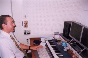 Осчастливленный акустической отделкой - звукорежиссер Олег.