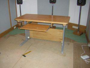 Мы сделали также и стол под пульт.